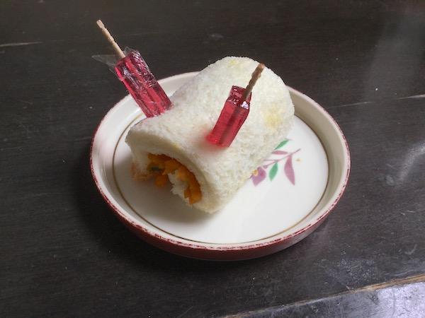 食パンで時短デコおやつ♪雪うさぎロール